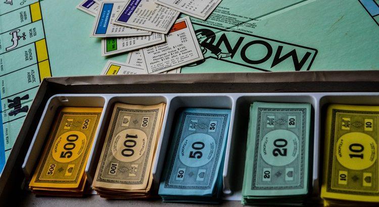 Сколько денег в монополии
