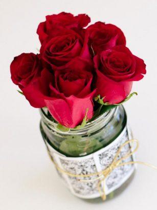 Необычный букет роз в стиле казино