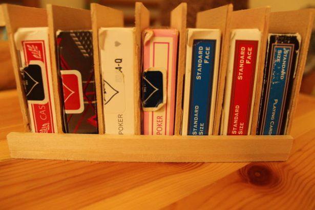 Подставка для игральных карт своими руками