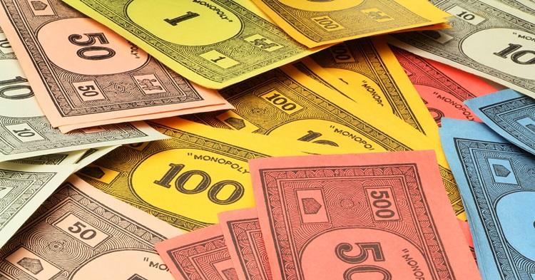 Сколько денег выдается в Монополии