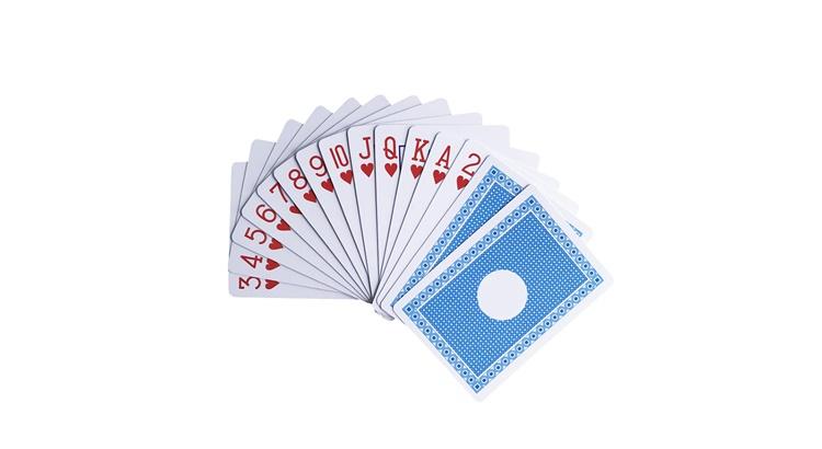 Почему игральные карты слипаются