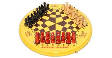 Как играть в шахматы втроем
