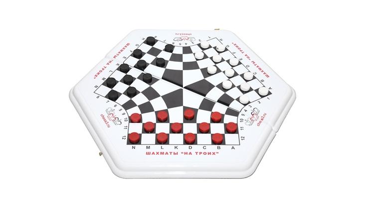 Как играть в шашки втроем